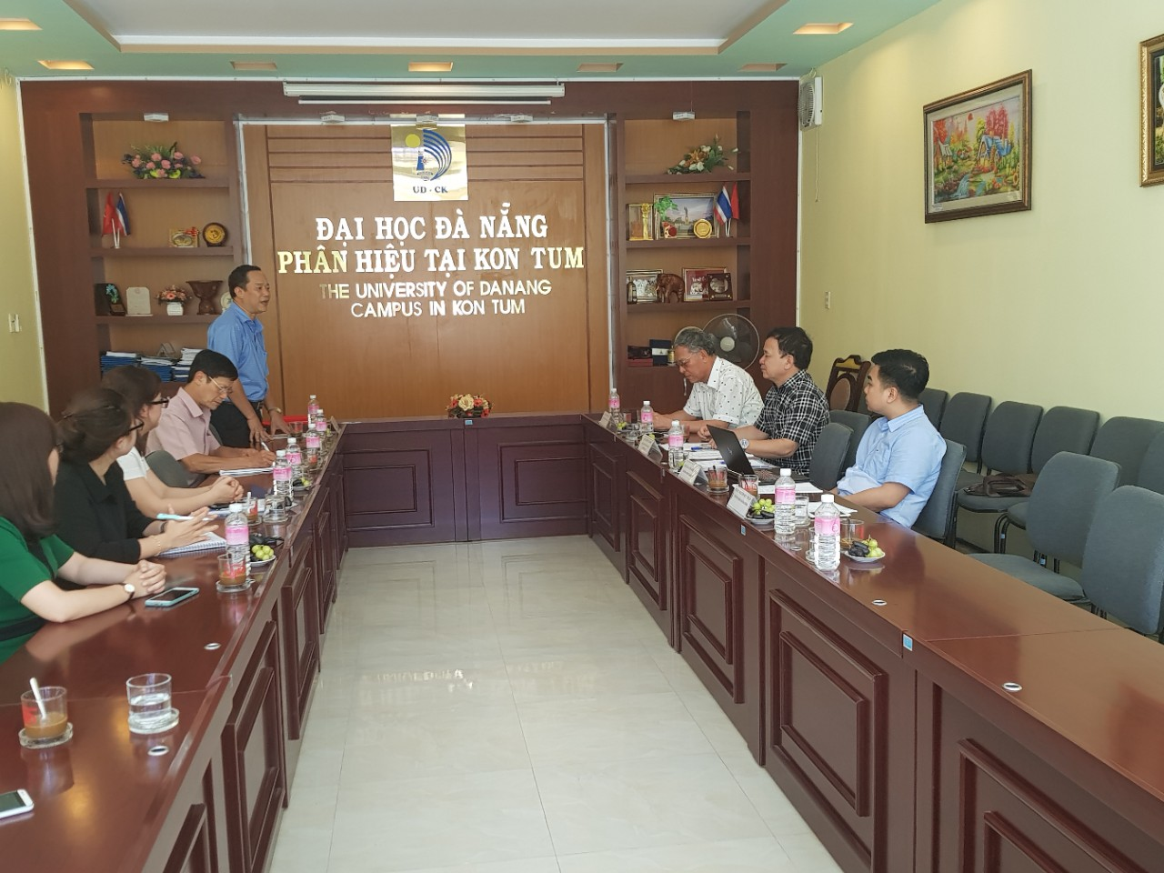 "Meeting with University of Danang - Campus in Kontum to Discuss Plan of Co-organizing International Conference on ""Commerce and Distribution"""